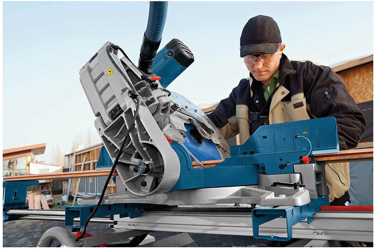 Bosch Professional GCM 12 GDL Kappsäge im Einsatz
