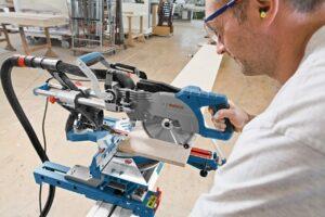 Bosch Professional Paneelsäge GCM 8 SJL im Einsatz