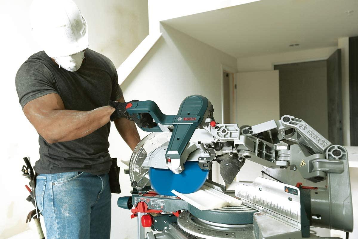 Bosch GCM 10 GDJ Professional Kappsäge im Einsatz